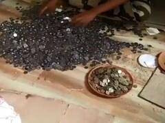 भिखारी की मौत के बाद झोपड़ी में पहुंची पुलिस, बरामद हुए लाखों रुपये, गिनने में लग गए घंटों