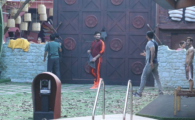 Bigg Boss 13 Written Update, October 8, 2019: Shehnaz Got Upset As Paras Picked Dalljiet Over Her