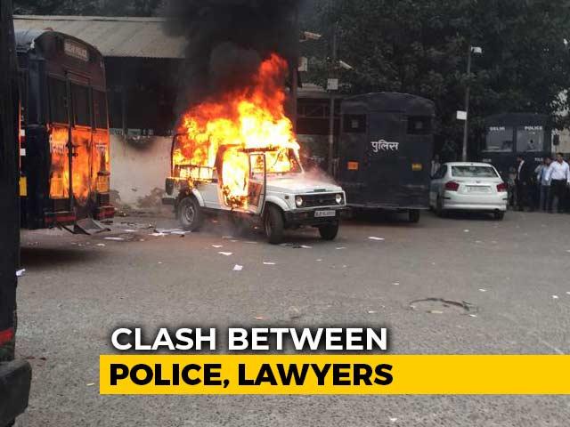 Video : Cops, Lawyers Clash At Delhi's Tis Hazari Court, Police Car Set On Fire