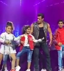 Children's Day 2019: Salman Khan Danced To 'Slow Motion' With Kids