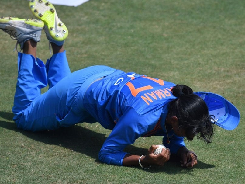 Harmanpreet Kaur Takes Astonishing One-Handed Catch, Twitter Goes Gaga