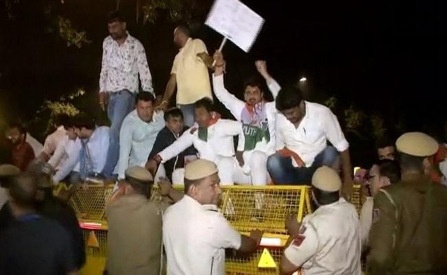 गांधी परिवार की एसपीजी सुरक्षा हटाए जाने पर कांग्रेस भड़की, अमित शाह के घर के बाहर विरोध प्रदर्शन