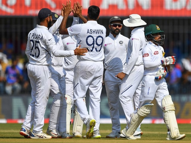 India vs Bangladesh 1st Test Day 1 Today Match LIVE Score, IND vs BAN Live Cricket Score: Umesh Yadav, Ishant Sharma Strike Early For India vs Bangladesh