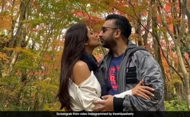 Shilpa Shetty And Raj Kundra Seal Anniversary Memories With A 'Kiss In Time'