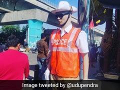 ट्रैफिक रोकने के लिए बंगलुरु पुलिस ने सड़कों पर लगाए पुतले, ट्विटर पर लोगों ने दिए ऐसे रिएक्शन