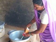 उत्तर प्रदेश में 'मिड डे मील' में भ्रष्टाचार की तस्वीर, 1 लीटर दूध में पानी मिलाकर 85 बच्चों को पिलाया!