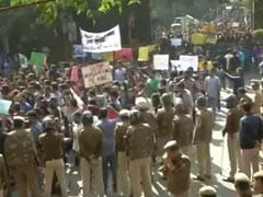 Protesting JNU Students Stopped By Cops During March To Parliament