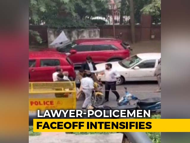 Video : Lawyer Slaps Cop At Delhi Court 2 Days After Clashes At Another Court