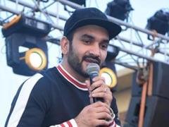 "<i> ""Ladki Beautiful"" </i> Singer Fazilpuria Joins Dushyant Chautala's JJP In Haryana"