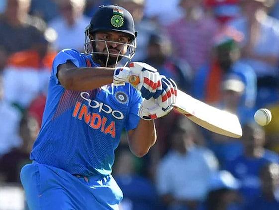 सुरेश रैना 33 वर्ष के हुए , वीरेंद्र सहवाग, वीवीएस लक्ष्मण, हरभजन सहित कई क्रिकेटरों ने दी शुभकामना