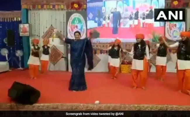 Watch: Holding Swords, Smriti Irani Performs 'Talwar Raas' In Gujarat