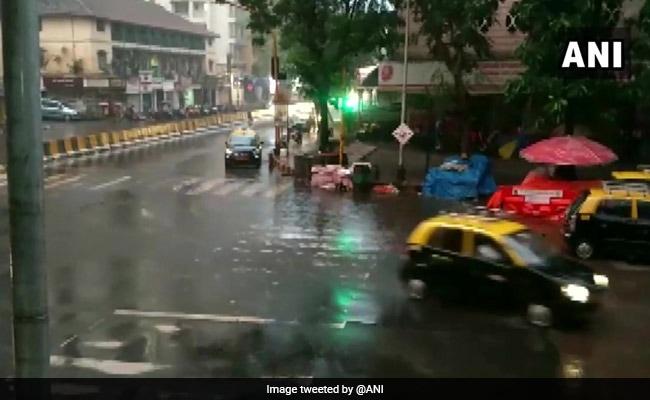 चक्रवात 'महा' का मुंबई में भी असर, बारिश से कई इलाकों में भरा पानी