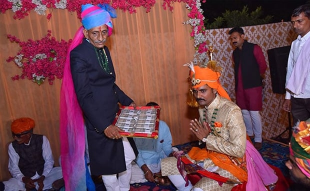 CISF Jawan Refuses Dowry At Wedding, Takes Rs 11 From Bride's Parents