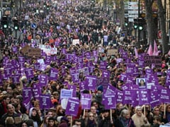 """""""Biggest March"""": Thousands Protest Gender Violence, Femicide In France"""