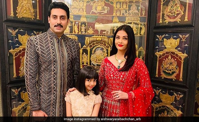 Seen This Cute Pic Of Aishwarya And Abhishek Bachchan With Daughter Aaradhya Yet?