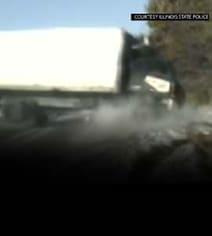 कंट्रोल से बाहर हुआ ट्रक, कुचलने से बाल-बाल बचे तीन लोग, देखें Viral Video