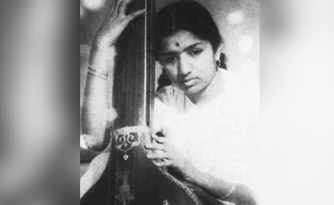 'Lata Mangeshkar Is Stable,' Says Madhur Bhandarkar After Hospital Visit