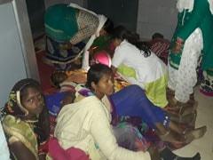 VIDEO: मध्यप्रदेश में टॉर्च की रोशनी में किया गया नसबंदी का ऑपरेशन, मोमबत्तियां भी जलाई गईं