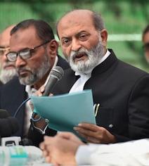 Ayodhya Case: रिव्यू पिटीशन पर मुस्लिम पर्सनल लॉ बोर्ड में दरार, तमाम मेंबर कोर्ट में जाने के खिलाफ
