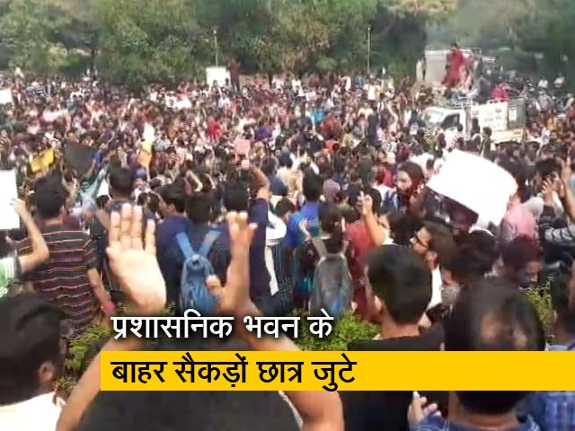 Videos : रवीश कुमार का प्राइम टाइम: JNU में प्रशासनिक भवन के बाहर छात्रों का प्रदर्शन