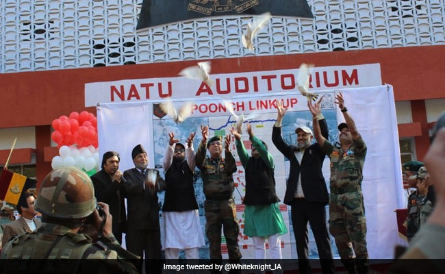 """Indian Army Celebrates """"Poonch Link Up Day"""""""