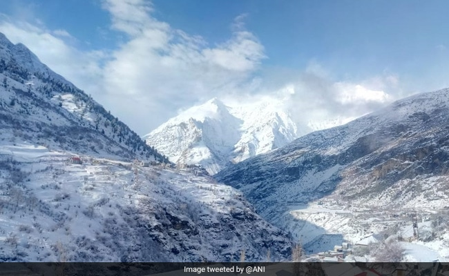 In Himachal Pradesh, Snow Paints Lahaul-Spiti, Narkanda White; Schools Shut