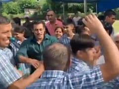Seen This Video Of Salman Khan And Sonakshi Sinha Dancing To <I>Yu Karke</i> With 'Special Children' Yet?