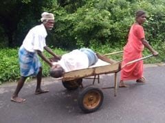 They Photographed Family Taking Man To Hospital On Cart. No One Helped