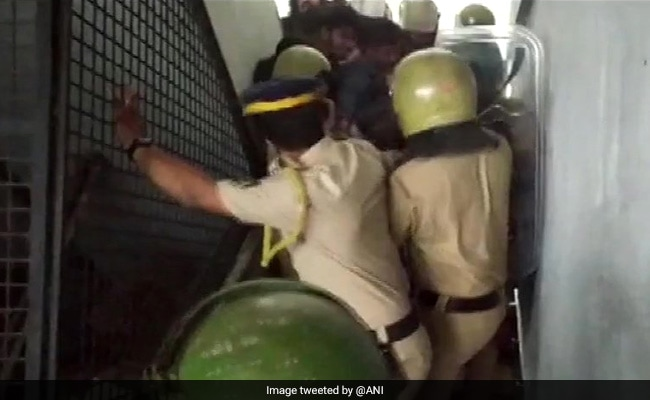 Students, Cops Clash At Protest In Kerala Over Girl's Death By Snakebite