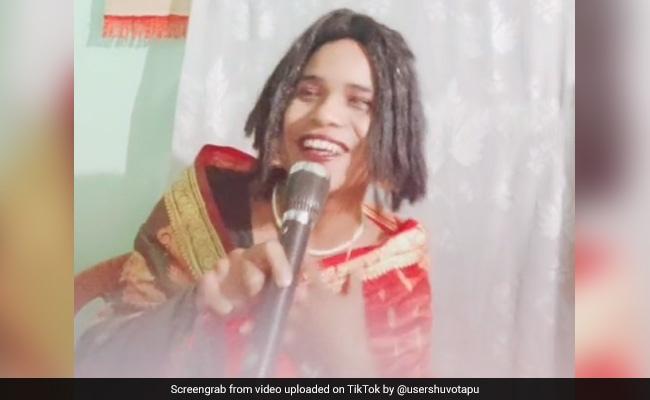 'रानू मंडल' ने टिकटॉक पर मचाया धमाल, हाथ में माइक लेकर बोलीं- 'भगवान बहुत प्यार करता है मुझे...', देखें Video