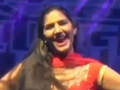 Sapna Choudhary Dance Video: सपना चौधरी ने ऑरेंज सूट में किया धमाकेदार डांस , बार-बार देखा जा रहा देसी क्वीन का Video