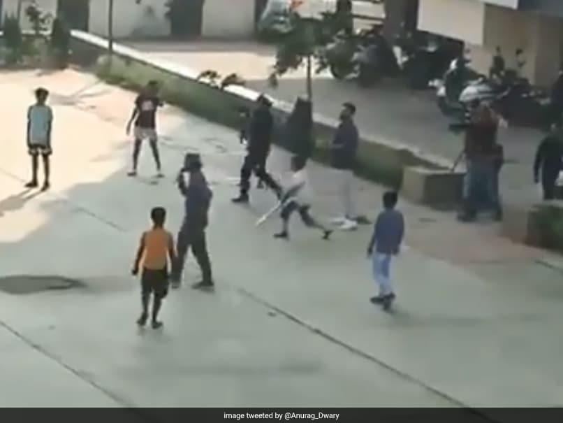 Virat Kohli plays cricket on Indore streets with children