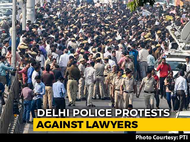 Video : Delhi Cops Protest After Violent Clash With Lawyers At Court