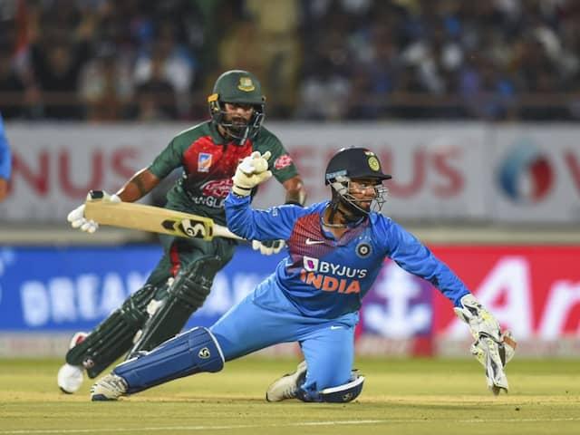 """Important To Be Neat And Tidy Behind The Stumps"": Kumar Sangakkara Advises Rishabh Pant"