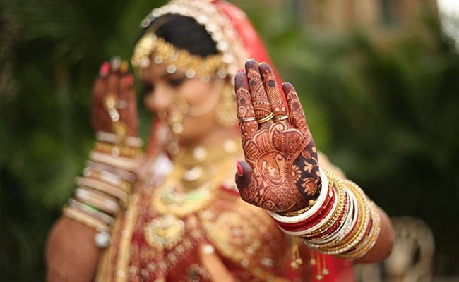 7 Stunning <i>Mehendi</i> Designs You Will Love To Try This Wedding Season