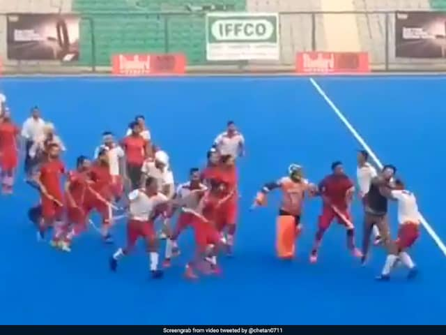 Nehru Cup hockey final: Fight breaks out between Punjab Police and PNB Match, Watch VIDEO