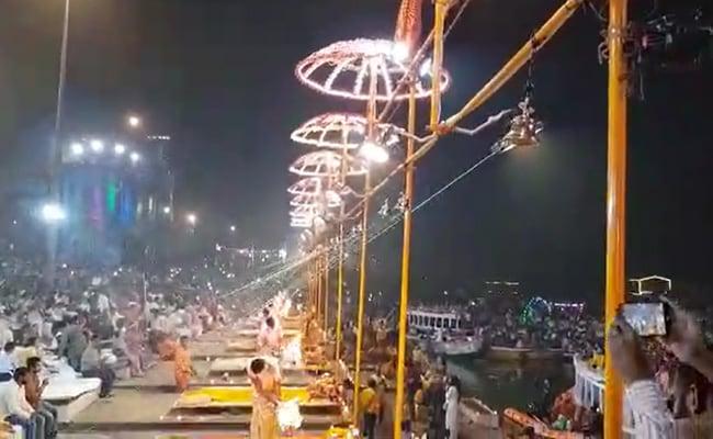 बनारस में देव दीपावली पर दीपों से जगमगाए गंगा के घाट