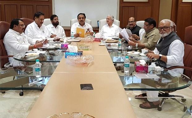 महाराष्ट्र में सरकार गठन की कोशिशों के बीच शिवसेना ने अपने विधायकों को कपड़े, दस्तावेजों के साथ 'मातोश्री' बुलाया
