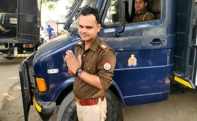 UP Cop Suspended After Video Of Him Threatening To Kill Senior