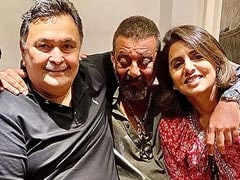 On Neetu Kapoor's Pic Of Rishi Kapoor And Friends, Fans Ask 'Is Sanjay Dutt Okay?'