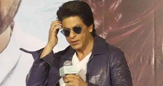 शाहरुख खान को फैन ने दी प्राइवेट जेट लेने की सलाह, तो किंग खान बोले- तू बेच रहा है...देखें Viral Video