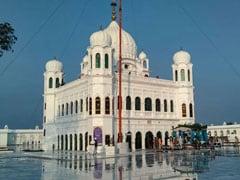 गुरु नानक देव की पुण्यतिथि मनाने के लिए करतारपुर साहिब गुरुद्वारे में एकत्र हुए सिख श्रद्धालु