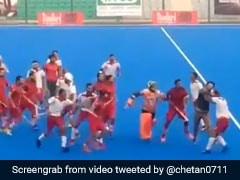 Nehru Cup Hockey Final:  पंजाब पुलिस और पीएनबी के प्लेयर्स के बीच जमकर हुई मारपीट, देखें VIDEO