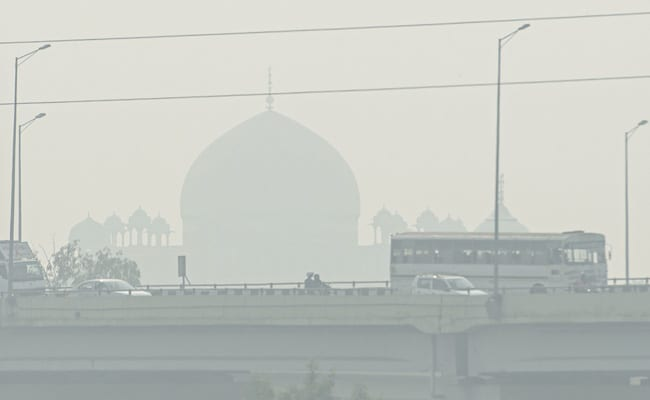 Supreme Court asks Centre to explore possibilities of combating air pollution