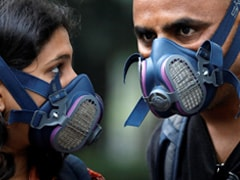 "Delhi A ""Gas Chamber"", Says Arvind Kejriwal; Government Distributes Masks"