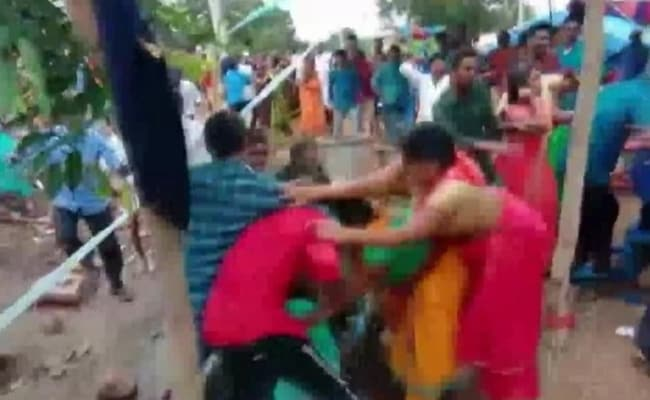 3 Injured As Bride And Groom's Families Throw Chairs At Telangana Wedding