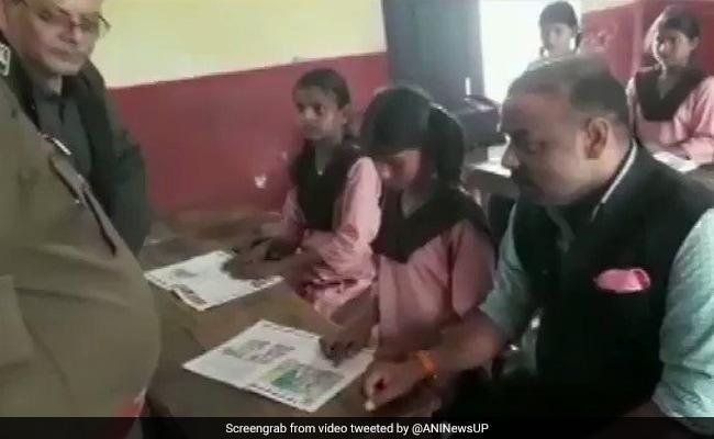 यूपी में शिक्षा व्यवस्था की 'दुर्दशा': अंग्रेजी का एक पैराग्राफ तक नहीं पढ़ पाई टीचर, भड़क गए DM, देखें- VIDEO