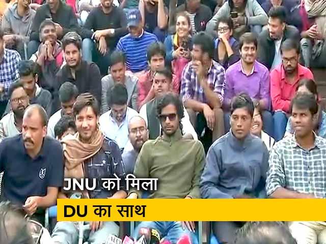 Video : JNU के छात्रों के समर्थन में सड़कों पर उतरे  DU के छात्र