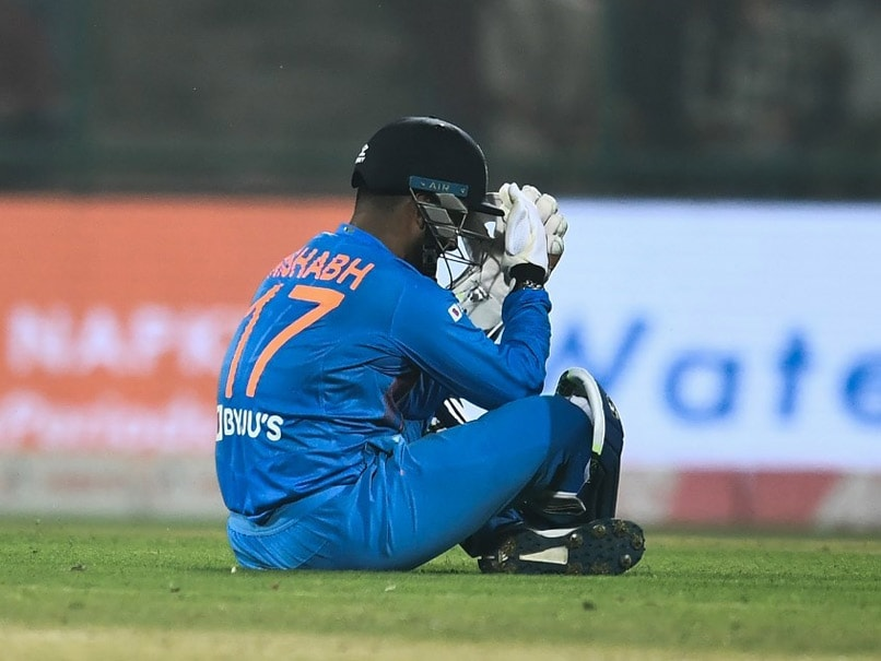 Rishabh Pant's Bad Day Behind Stumps Invites MS Dhoni Comparisons, Hilarious Memes On Twitter