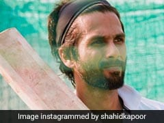 हाथ में बल्ला थामे नजर आए Shahid Kapoor, इस तेलुगू फिल्म के रिमेक में आएंगे नजर